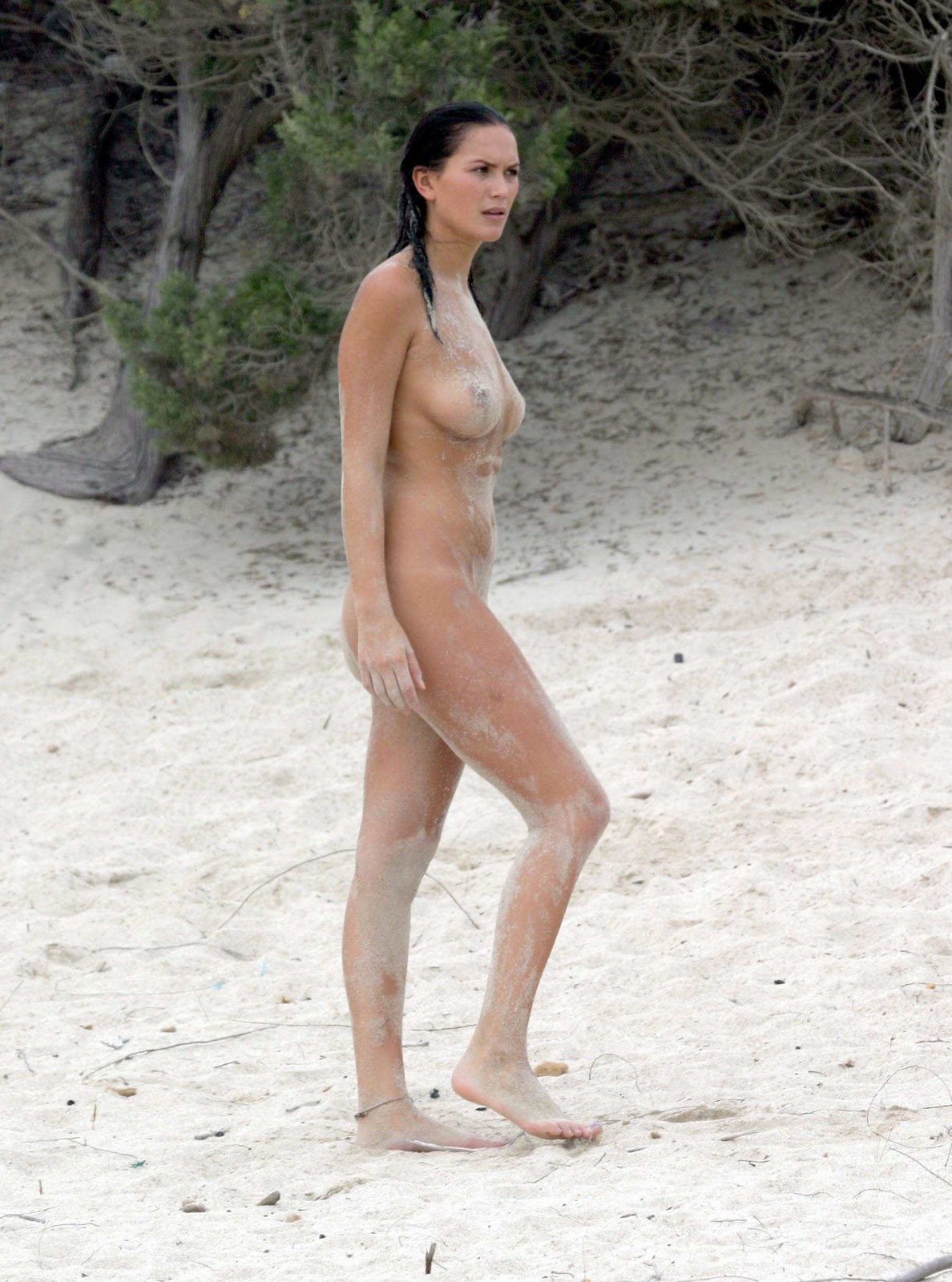 Lucy Clarkson Nude Sandy Candids And Topless Swim At The Beach Gutteruncensored Com