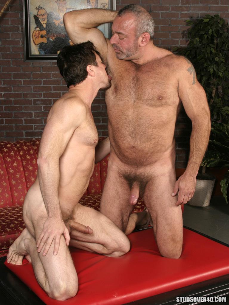 masajes hombres desnudos a cuatro patas