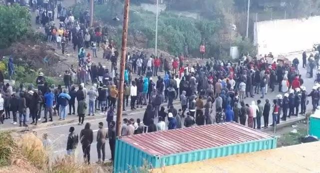 Ξεσηκώθηκαν οι Αφρικανοί στην Σάμο – Συγκρούσεις με την αστυνομία – Έκλεισαν σχολεία