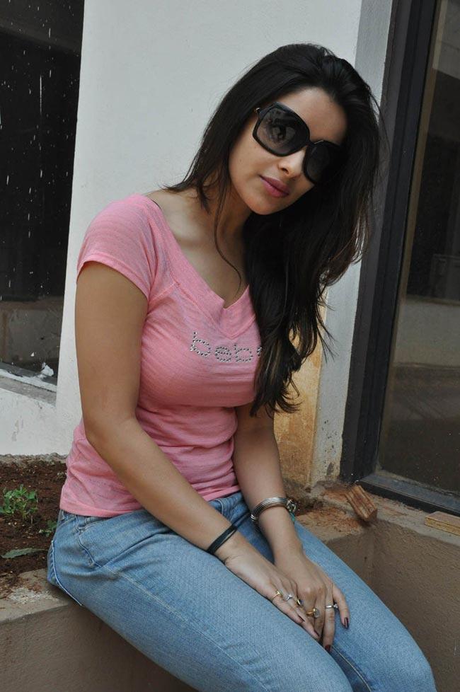 Madhurima latest hot photo