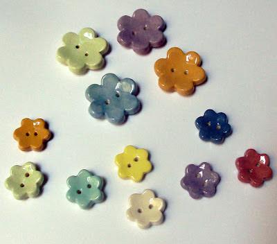 boutons colorés en forme de fleur pour enfants