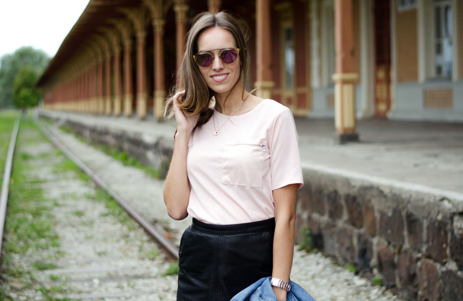 pink tee leather skirt outfit