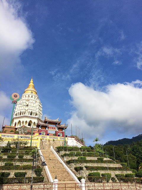 pemandangan kuil ke lok si