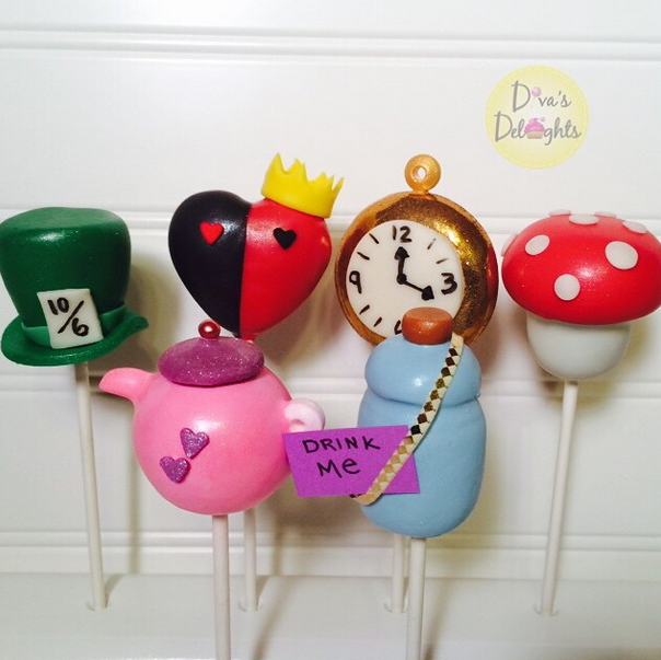 Alice would love these pops at her tea party! Wonderful job from Diva's Deelights