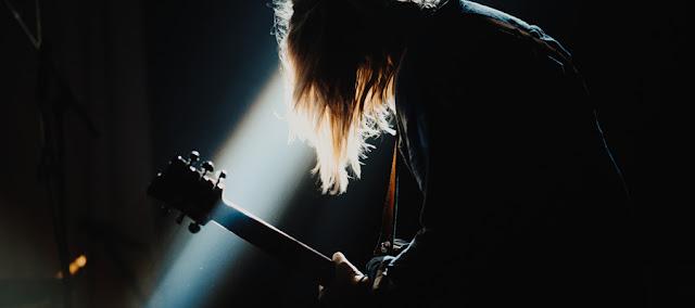 Gitar Yang Cocok Untuk Bermain Music Keras (Rock & Metal)