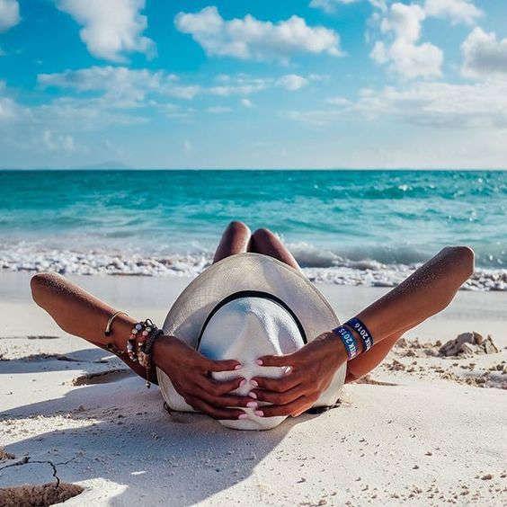 ideas de fotos para subir y arrasar en instagram este verano sombrero
