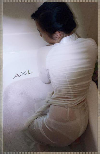Nữ sinh với áo dài mỏng nhìn rõ đồ lót 6