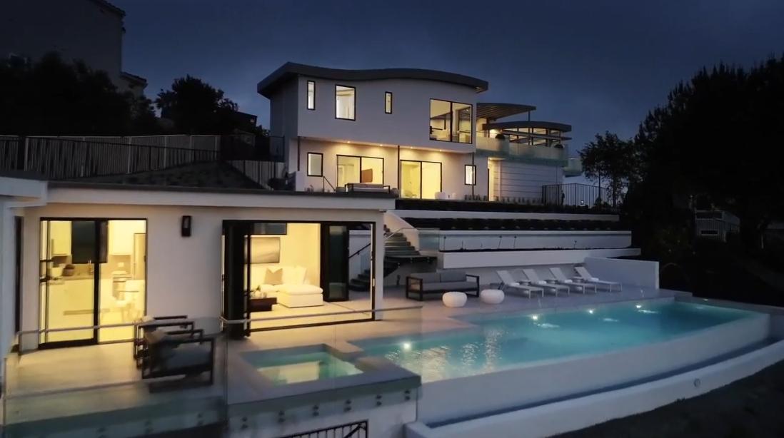 31 Photos vs. 2570 Park Ave - Luxury Home & Interior Design Video Tour