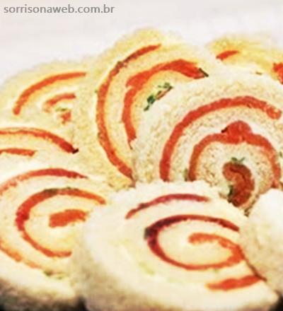 Enrolado de salmão com cream cheese light - Sorriso na Web