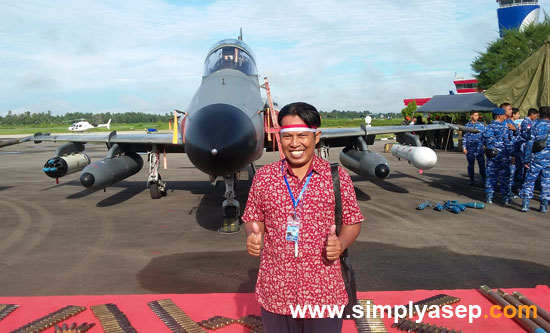 SWAFOTO : Its me with Hawk 200 behind me. The fighter jet which often passing by above my house with very noise sounds. Hahhaa