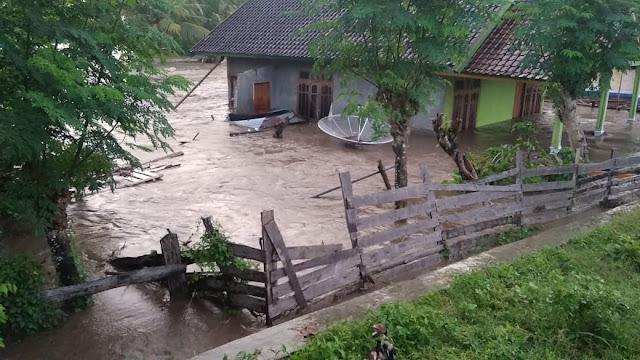 Banjir di Desa Boal, Hanyutkan 3 Rumah