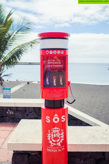 Breña Alta presenta en la playa de Bajamar el primer tótem con salvavidas OneUp de la Isla; un sistema que ya está operativo