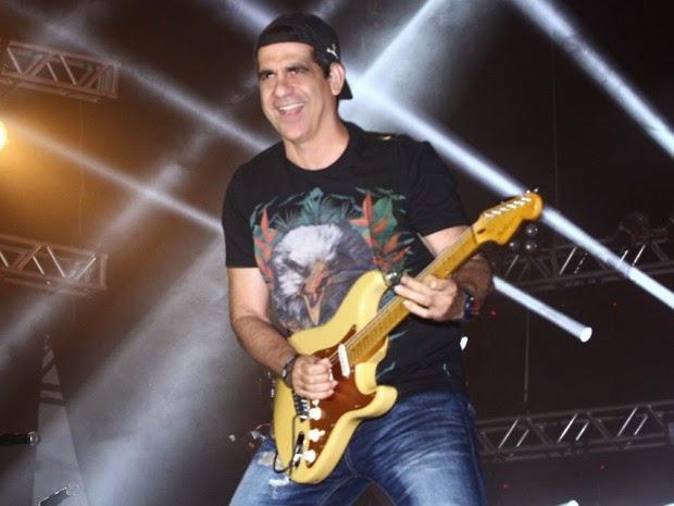 Durval Lelys tentar seguir carreira solo. Ainda não há confirmações  oficiais sobre a saída do vocalista da banda Asa de Águia acb32b57fa549