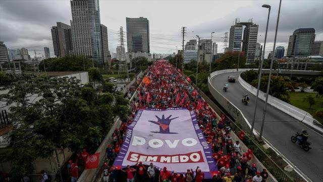 Trabajadores sin techo claman en Brasil por viviendas dignas