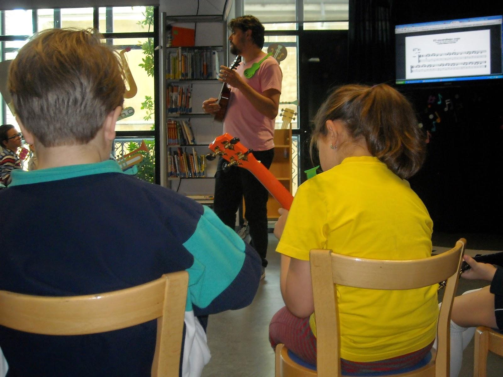 Uke Cole clases de ukelele con niños
