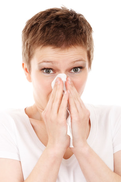 Allergy or cold? Eight things to look at to differentiate them
