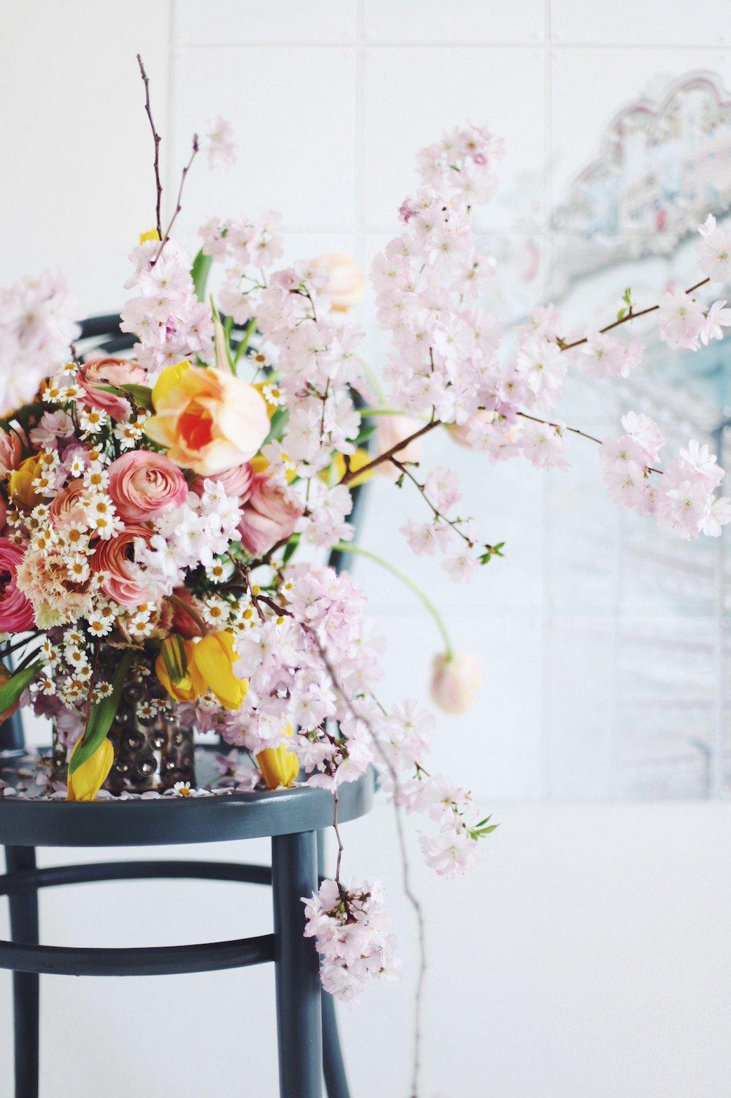 comment faire un joli bouquet de printemps. Black Bedroom Furniture Sets. Home Design Ideas