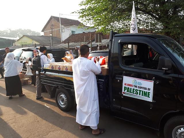 Bikin Nangis, Foto-Foto Bagi Makanan Gratis Bagi Peserta Aksi Bela Al-Quds