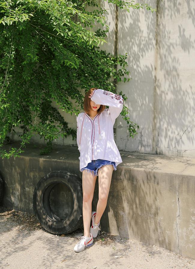 15 bộ trang phục sẽ làm sẽ làm bạn muốn diện sneaker bất chấp nắng nón11g