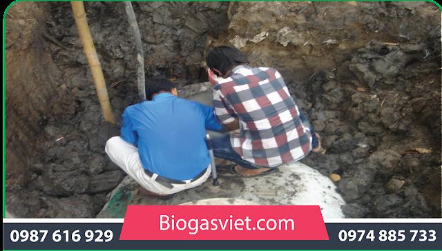 Quá trình nạp nguyên liệu cho hầm biogas