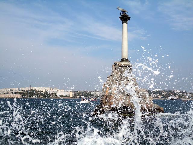 Памятник затопленным кораблям. Севастополь
