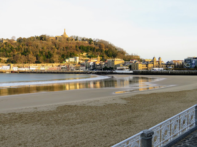 What to do in San Sebastián in a day: walk Paseo de la Concha