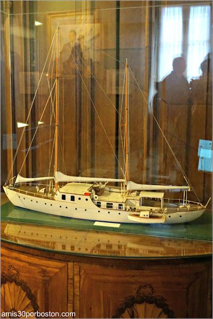 Maqueta de Velero en la Sala de Trofeos de Marble House, Newport