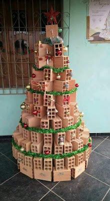 Arvore de natal feita de tijolos