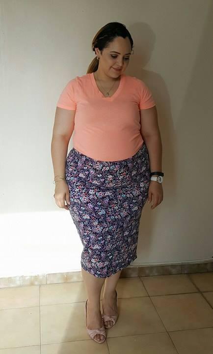 blusa-color-solido-con-falda-flores
