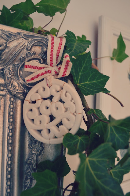 DIY December #1 Ivy Frame Decoration