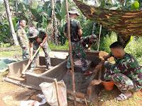 Satgas Pamtas RI-PNG Yonif Mekanis 413 Kostrad Bangun  Fasilitas MCK Untuk Masyarakat Perbatasan