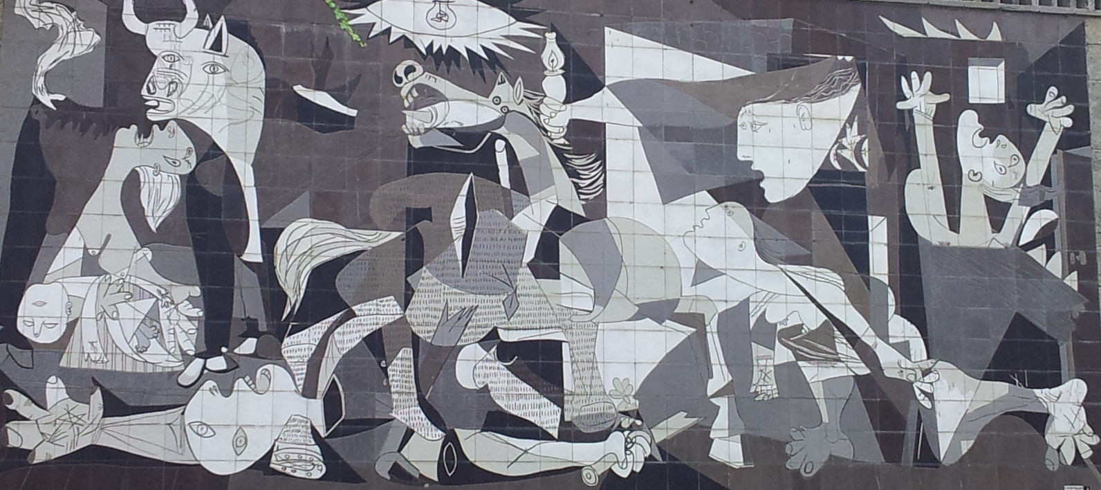 Aitor delgado basque private tour guide a tour to see the for Mural guernica