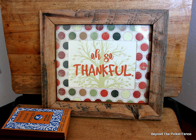 free printable, so thankful, Thanksgiving decor, hostess gift, thrift store find, scrapbook paper, https://goo.gl/VHH6hq