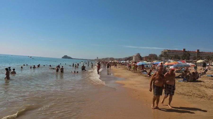 Playa Norte de Peñíscola, puedes disfrutar de 5 km de playa natural, ideal para los niños