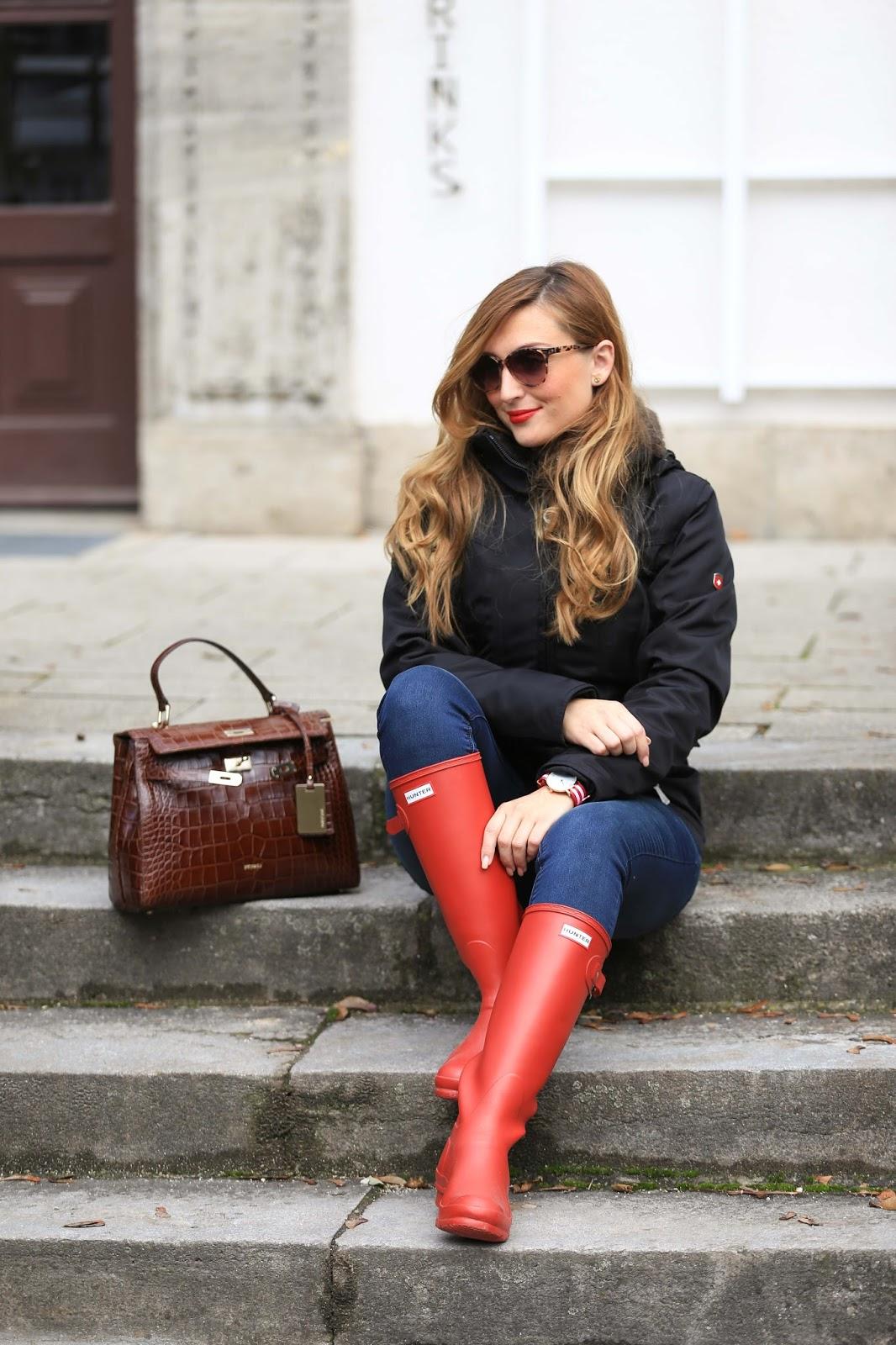 Lifestyleblogger-Wellenstynjacke-Winterjacke-schwarze-Jacke-kombinieren-wie-kann-man-rote-schuhe-kombinieren-Hunter