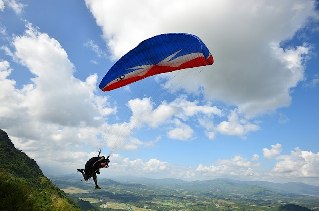 Beautiful places to play paragliding in Vietnam 3