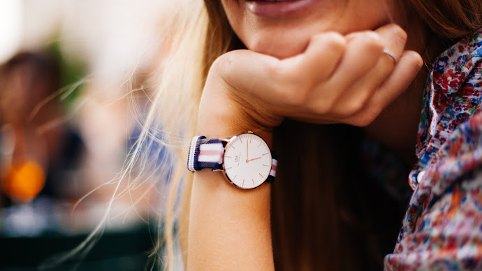 Wallpaper: Stylish Clock on Girl Hand