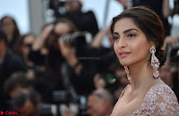 Sonam Kapoor looks stunning in Cannes 2017 004.JPG