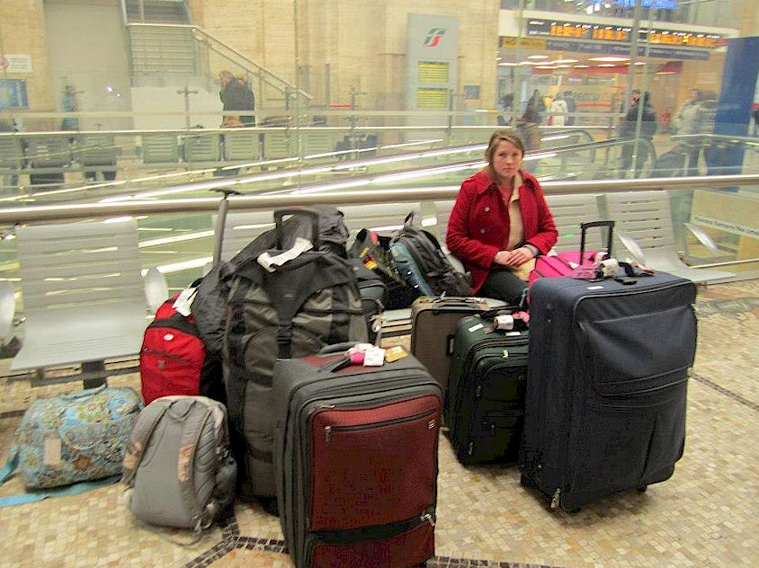 Moving luggage and baggage in Italian railway stations