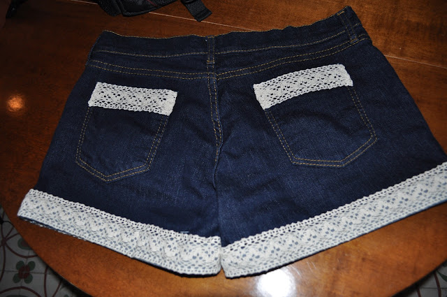 something fashion, blog, valencia DIY fashion lace trim shorts how to, sewing lace to shorts summer idea fashion resources
