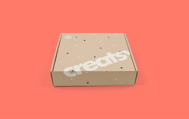 تحميل موك اب علبة حلويات كرتونية Free Mailing Box PSD Mockup