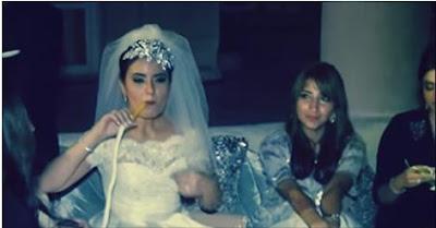 عروسة فى يوم الزفاف تدخن الشيشة شاهد ماذا كان رد فعل زوجها !!