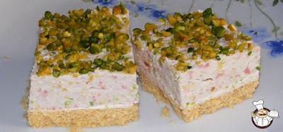 Cheesecake salata con pistacchi e mortadella.