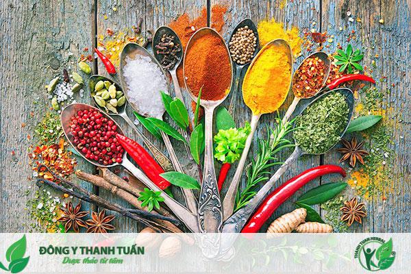 Các loại thảo mộc và gia vị được thêm vào món ăn làm tăng hương vị và tốt cho sức khỏe
