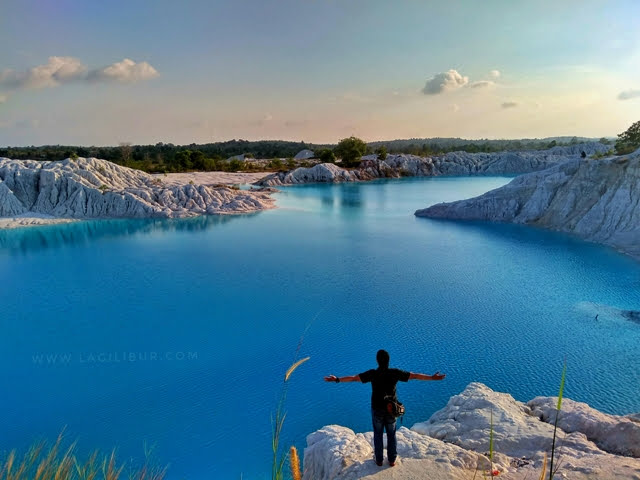 Danau Kaolin Air Bara