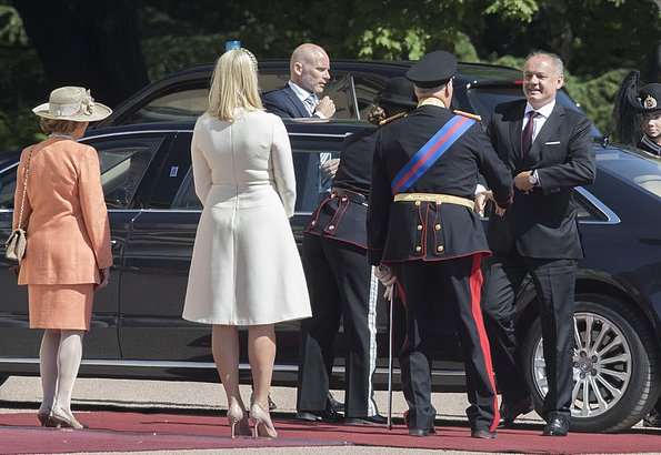 King Harald, Queen Sonja, Crown Prince Haakon, Crown Princess Mette-Marit and Princess Astrid, Mrs Ferner welcomed President Andrej Kiska