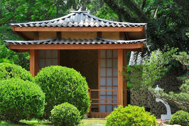 jardim japones; ponte jardim; paisagismo; pinheiro negro; casa de cha, carpintaria japonesa