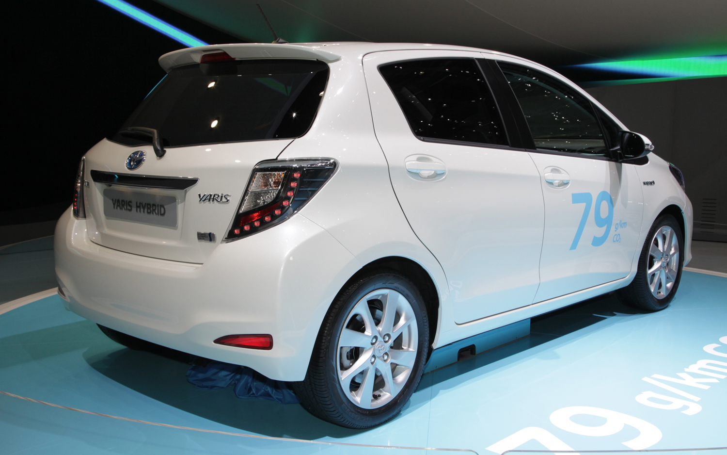 toyota yaris hybrid new cars reviews. Black Bedroom Furniture Sets. Home Design Ideas