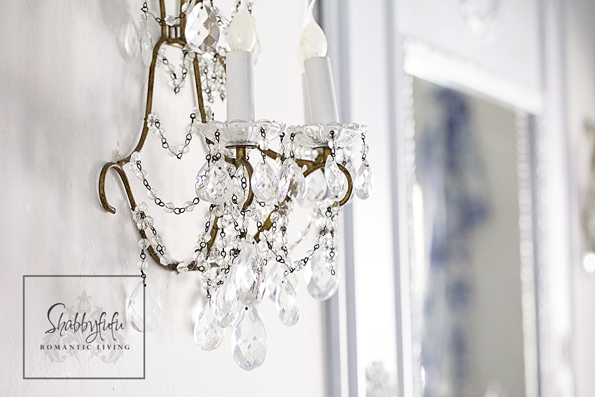 romantic room designs - vintage gold and crystal wall sconce