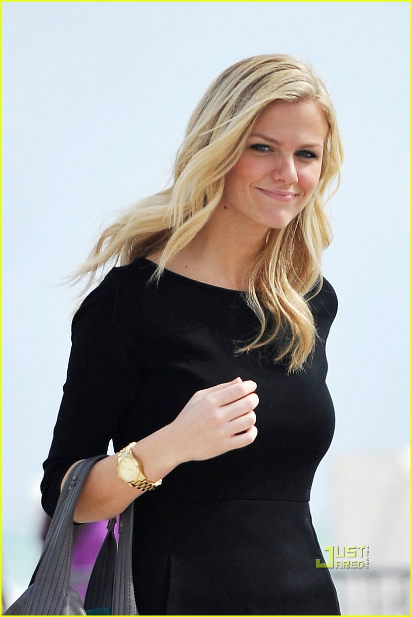 All About Celebrity: Brooklyn Decker Height, Weight, Body Measurements